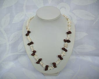 Crew necklace in cream mother of pearl chips and polynesian seeds
