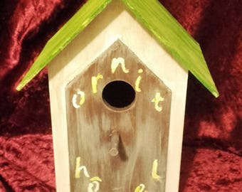 Birdhouse with suction cups
