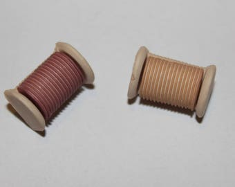 """Fancy pattern on sewing button """"spool of thread"""""""