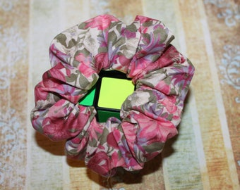 Pink small flower pattern fabric hair scrunchie