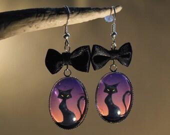 """Boucles d'oreilles en métal argenté, """"Chat noir Crépuscule"""" Gothique Halloween."""