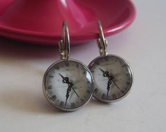 Earrings in silver with round cabochon glass clock print