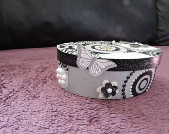 Pretty box oval, modern, black and white geometric patterns