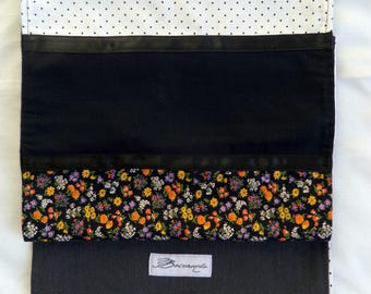 Reversible scarf. White, black, flowers.