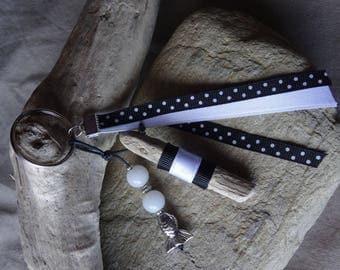 Door keys or bag charm black and white Driftwood