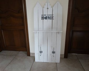 """Racks in white color with decorative """"Home sweet home"""""""