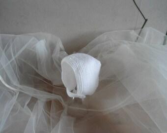 White wool baby Hat/bonnet size 0/3 months