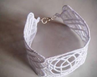 Pretty lace white color (1) bracelet