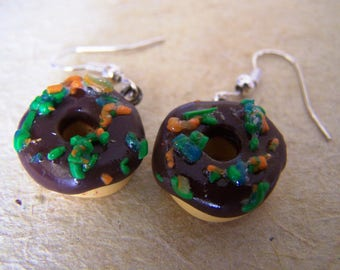 Realistic donut dangle earrings.