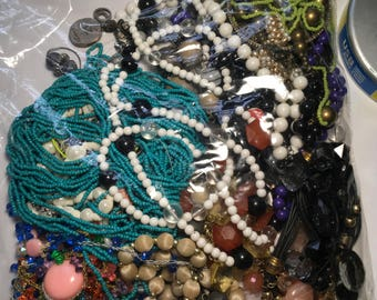 N114: Mixed jewelry Necklace lot. Beaded necklaces, vintage necklaces, wear, repair, tear apart, reinvent