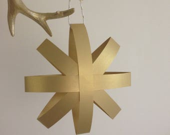 Star in gold hanging paper