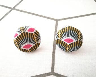 Chip button earrings fabric pink floral Peacock