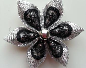 5 cm fleur argenté et dentelle noire  petales pointus