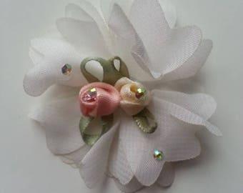 fleur en mousseline blanche  et ses 2 minis fleurs en satin  50mm