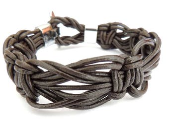 Macrame bracelet brown leather, toggle clasp, size S
