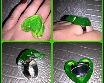 Adjustable ring resin heart