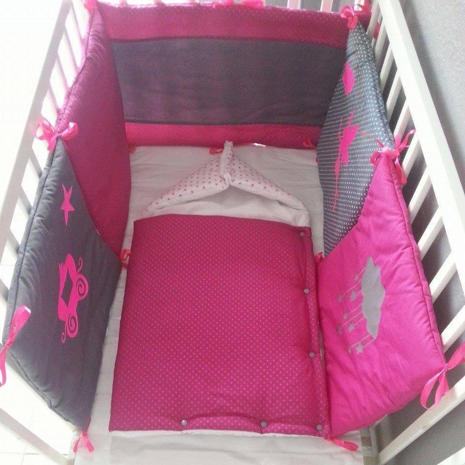 ensemble tour de lit et nid d 39 ange en fushia gris fonc et. Black Bedroom Furniture Sets. Home Design Ideas