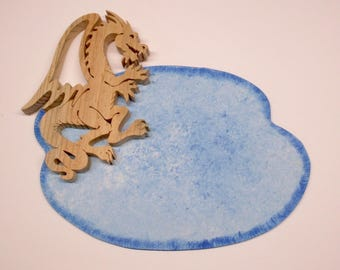 """Plate holder to be personalized """"The Dragon"""" fretwork and painting on wood"""