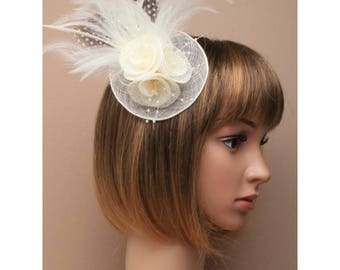 Cream rosette and feather hatinator on a clip with brooch pin ideal for special occasions such as weddings and races