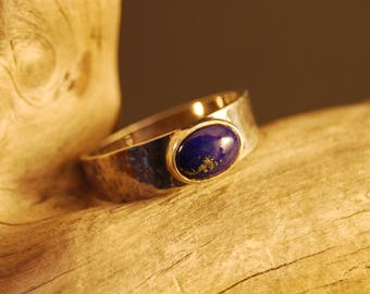 "Original and handcrafted silver ring ""lapislazuli""."