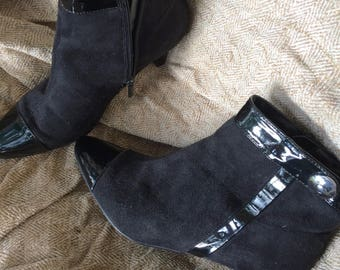 vintage ladies boots ankle boots suede and patent leather boots size 6M  boots little heel boots sharp pointed toes