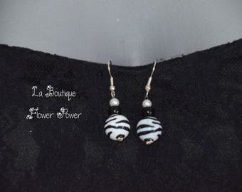 Magnolia earrings Zebra and black and white beads