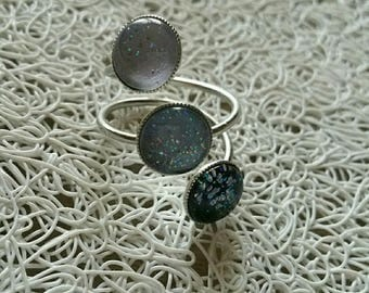 Ring adjustable 3 cabochons, black, charcoal and gray