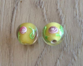 Glass beads with inlaid flowers yellow x 2