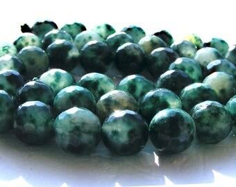 8 émeraudes à facettes de 8 mm perle pierre verte et blanche.