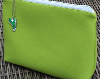 Green leatherette pouch Apple closed by zipper