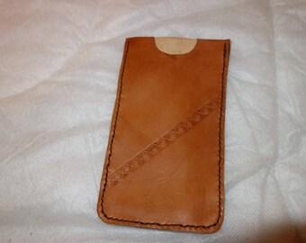 Etui pour smartphone en cuir.