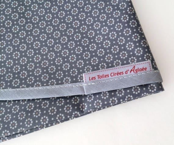 nappe ronde en toile cir e bleu marine motif liberty petites. Black Bedroom Furniture Sets. Home Design Ideas