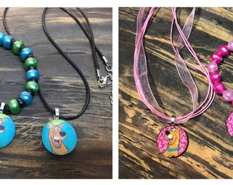 Scooby doo party favors.Scooby doo bead bracelet .Scooby doo pendant necklace .Scooby do Birthday party.Scooby doo jewelry.pink scooby doo
