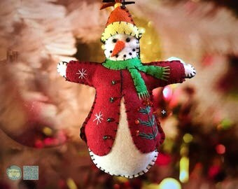 Christmas snowman Handcrafted felt Christmas tree decoration / felt hanging ornament chic felt / primitive decor / Christmas home decoration