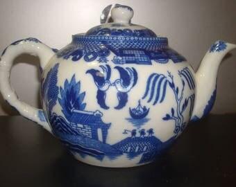 Blue Willow Blue & White Porcelain Oriental Teapot