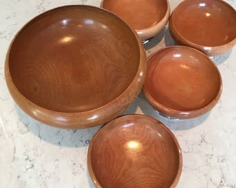 Set of 5 Gorgeous footed wood bowls