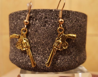 Golden pistols earrings