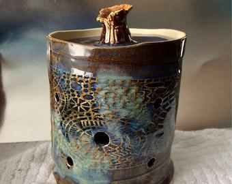 Garlic keeper, garlic jar, porcelain, glazed