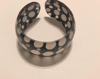 Black/white polka dot bracelet