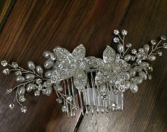Floral pearl comb