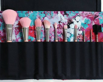 Makeup brush roll