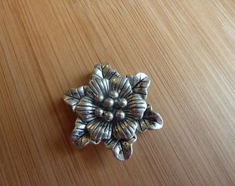 Pendant crafted flower / Tibetan silver / 34 mm