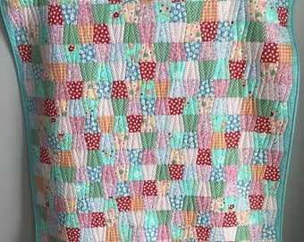 Baby quilt, Baby blanket, Baby shower gift, 1930s reproduction quilt, Handcrafted quilt, Cotton quilt, Floral quilt, Tumbler quilt