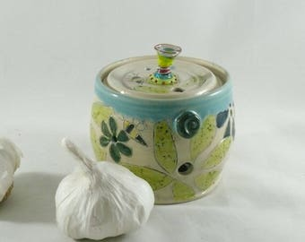 Save the Bees Pottery Garlic Keeper, Ceramic Storage Jar, lidded jar, kitchen gadget, Gift for chef or cook 913