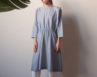 80s chambray cotton shirt dress / pleated shoulder midi day dress / simple shirt dress / s / m / 2248d /