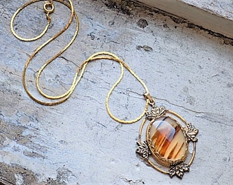 FREE SHIPPING Vintage Agate Stone Goldtone Pendant Necklace
