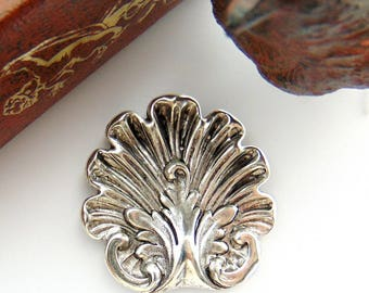 ANTIQUE SILVER * (2 Pieces) Large Motif Shell Stamping ~ Jewelry Findings (FB-6081)
