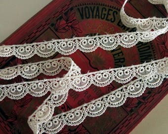 2 yards SCALLOP EDGE VENISE Lace, Off White Ivory. 3/4 inch wide. Venise lace edge. lv 156-810