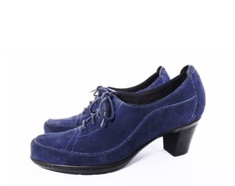 90's BLUE SUEDE oxford shoes // chunky heels leather lace up shoes // by Clark's Bendables // comfort shoes size 8