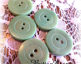 5 Green Vintage Buttons 3/4 Inch for Sewing, Crafts, Scrapbooking